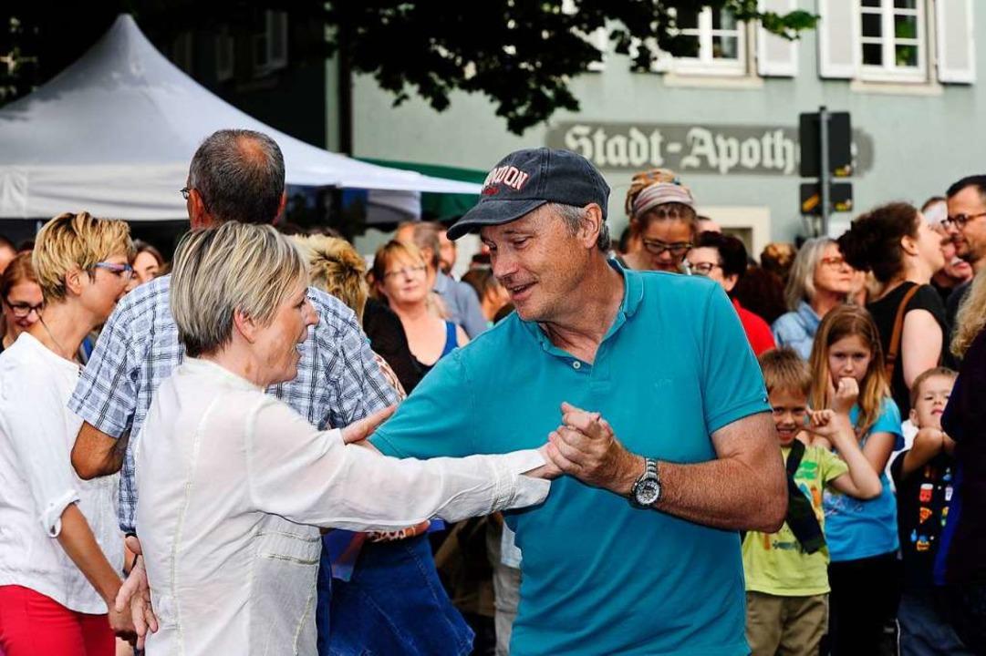 Dancing in the Streets: Auf dem Kopfst...dt ließ sich manch flotte Sohle wagen.  | Foto: Bernhard Seitz