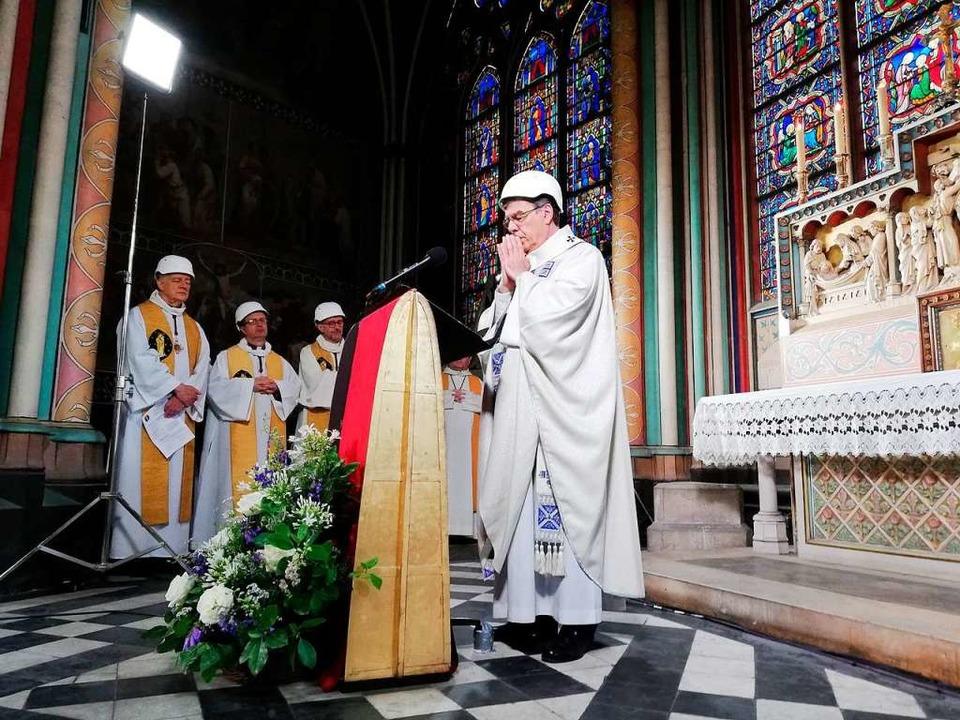 Erzbischof Michel Aupetit im Gebet  | Foto: Karine Perret (dpa)