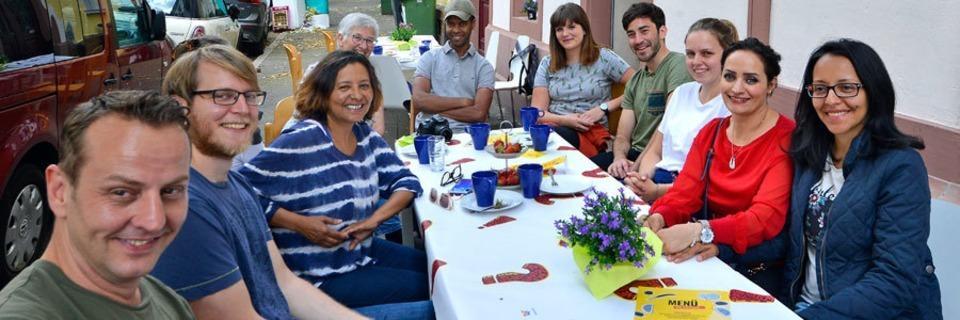 Wieso am Wochenende an sieben Tischen auf der Straße gefeiert wurde