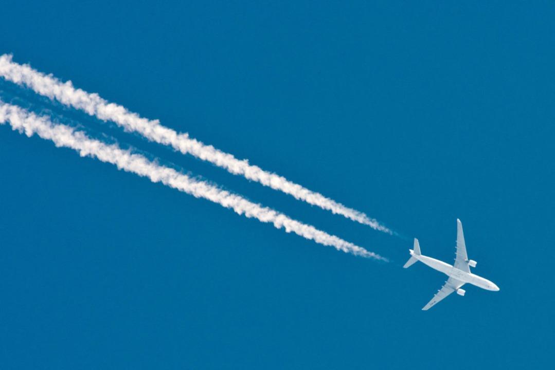 Turbulenzen sind in luftiger Höhe kein...lug nach Basel gibt es aber nicht oft.  | Foto: Patrick Pleul