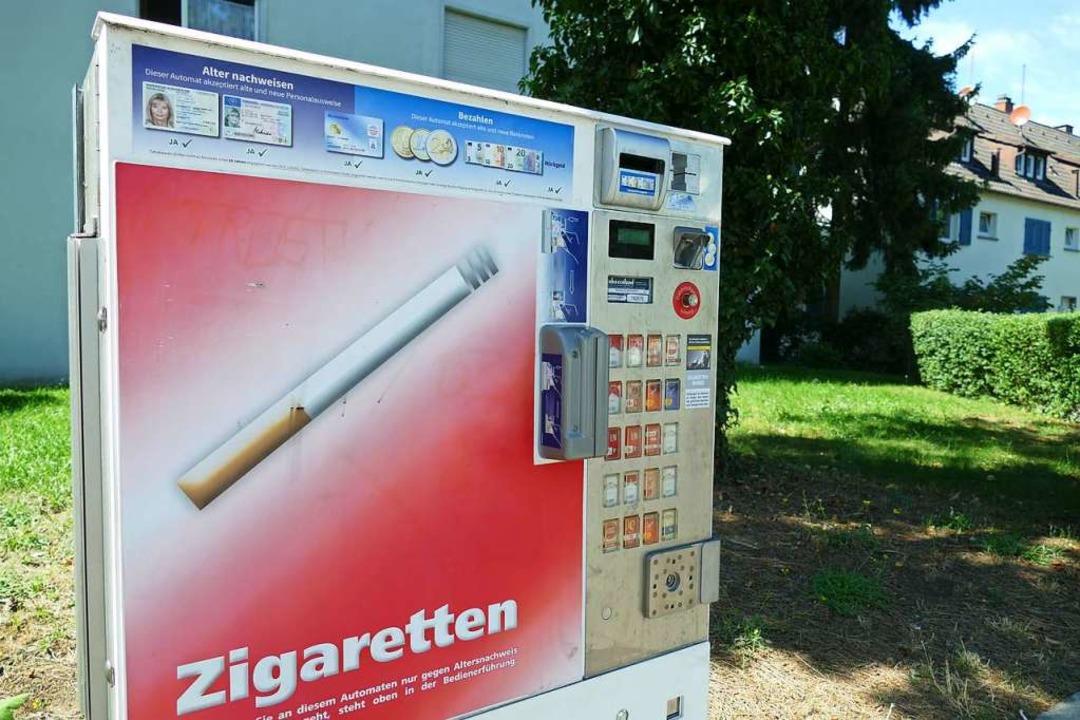 Zwei Personen versuchten einen Zigarettenautomat aufzubrechen.    Foto: Victoria Langelott