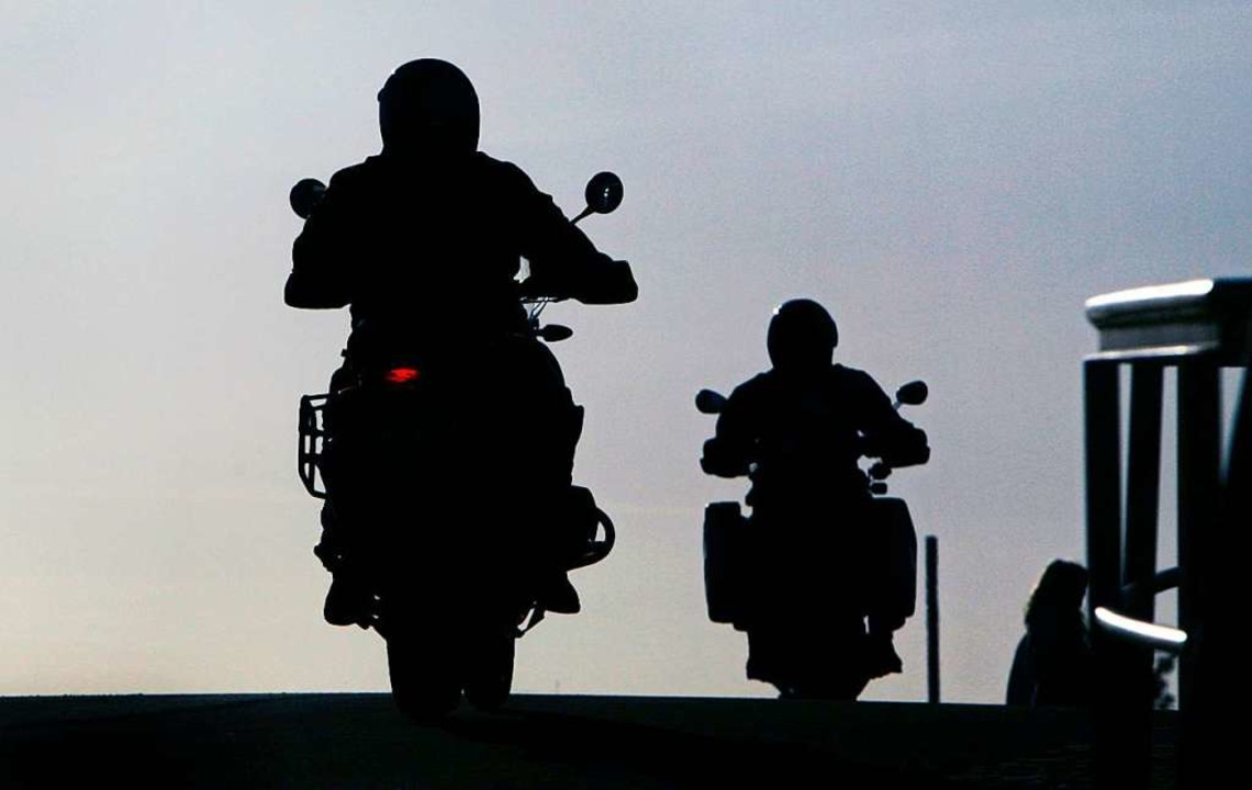 Während der ganzen Motorradsaison will...i im Landkreis Waldshut kontrollieren.  | Foto: Frank May (dpa)