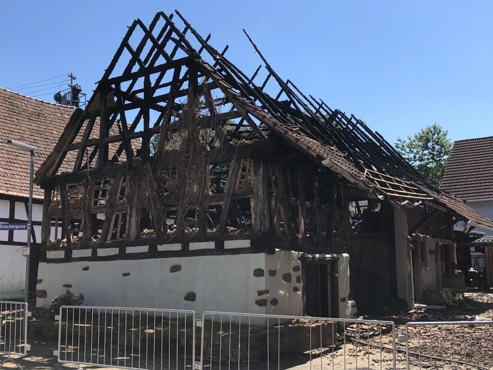 Die Scheune wurde bei dem Brand komplett zerstört.  | Foto: Feuerwehr Herbolzheim