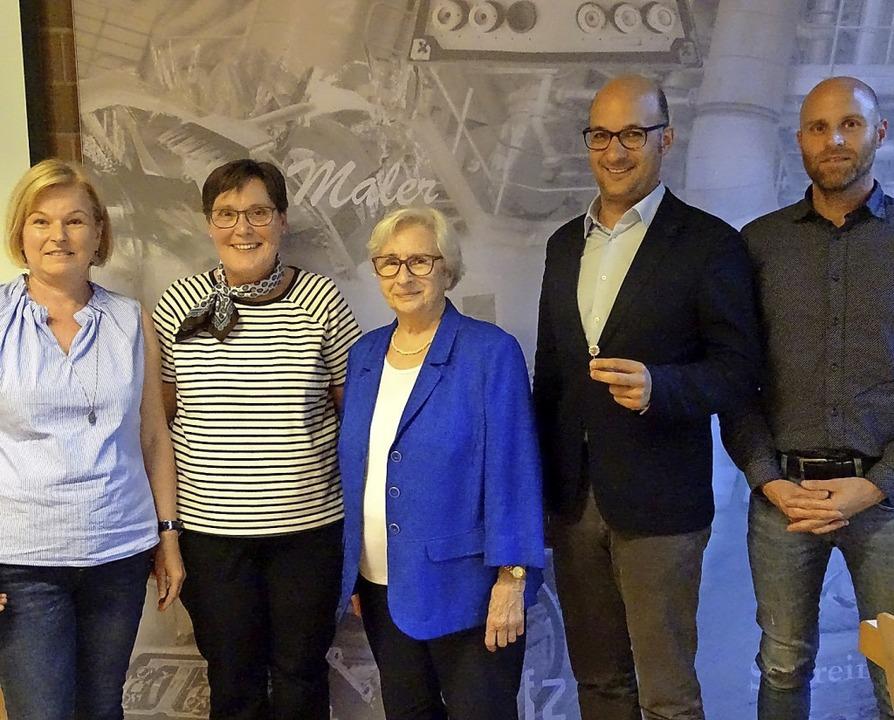 Der Vorsitzende des Turnvereins Waldsh...llich, Erika Heller und Jochen Seipp.   | Foto: Susanne Schleinzer-Bilal