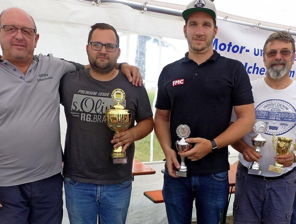 Die Pokale erhielten Manfred Bannwarth...ger von Vorstandsmitglied Rolf Feger.   | Foto: Dieter Fink