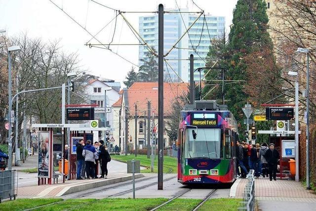 Frau erkennt ihren mutmaßlichen Belästiger in Freiburger Straßenbahn