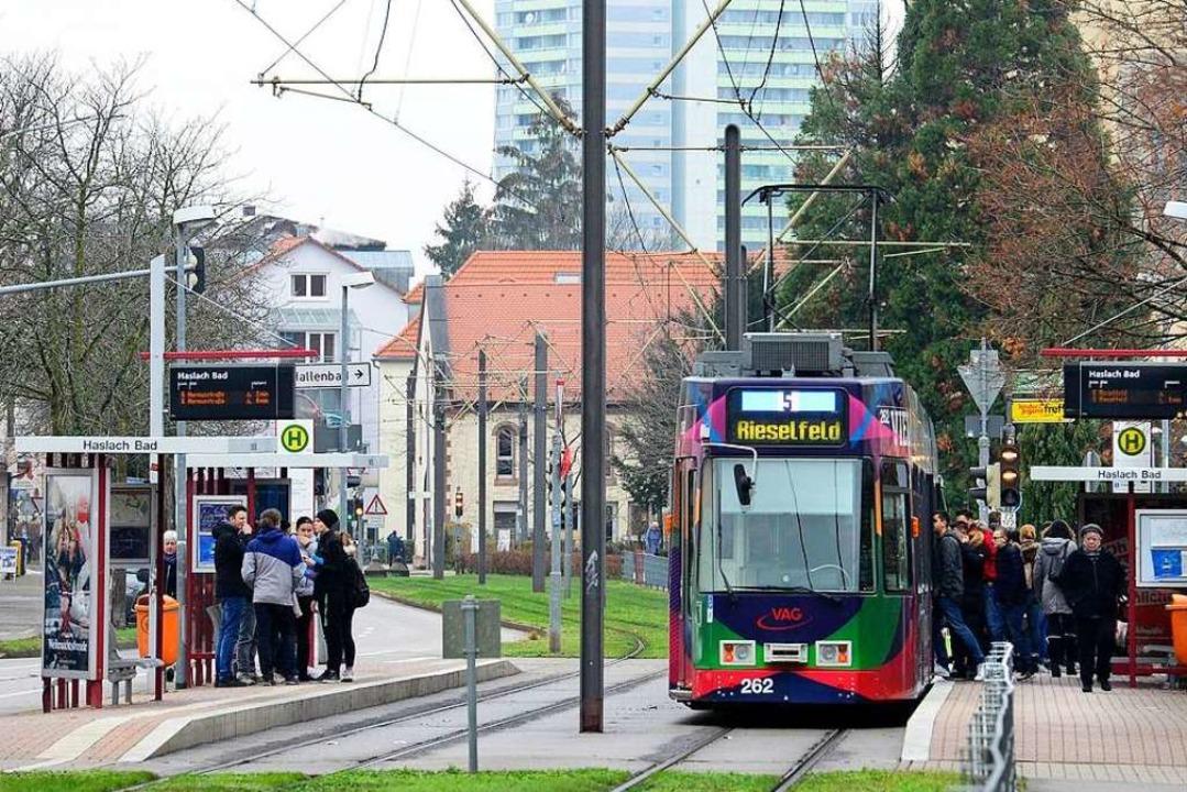 Eine Frau hat in der Straßenbahnlinie ...er Stadtteil festgenommen. Symbolbild.  | Foto: Ingo Schneider