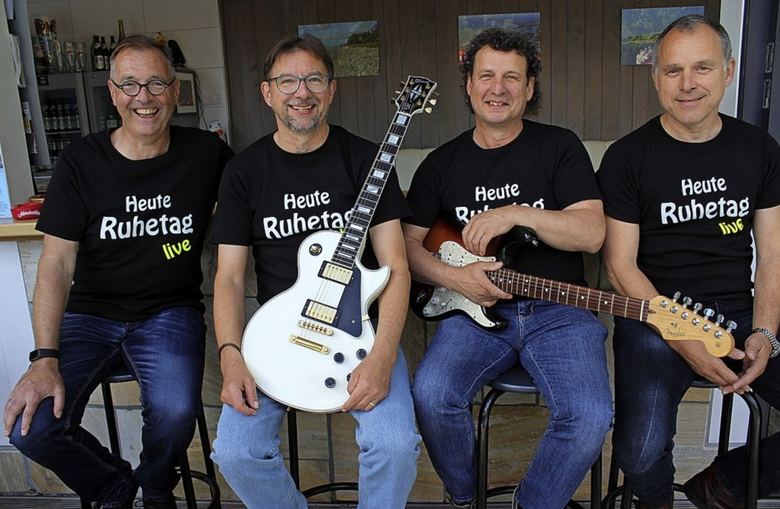 Die Band Ruhetag: Klaus Wehrle (Bass),...istof Schill, der Keyboarder, fehlte.   | Foto: Karin Heiß
