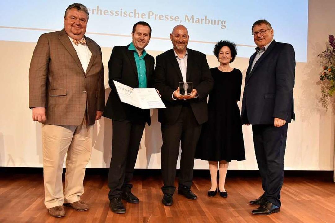 Der Verleger der Badischen Zeitung Chr...Hamelmann (rechts)  Mitglied der Jury.  | Foto: Michael Bamberger