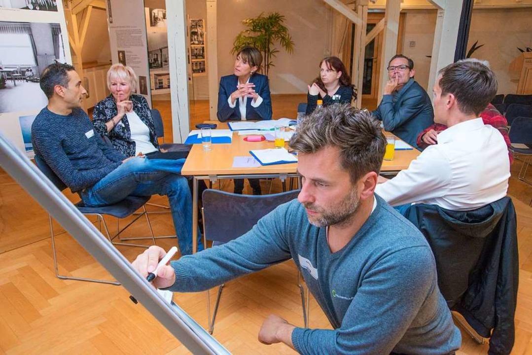 Lob der Jury: Teilnehmer des Workshops...en Presse Chemnitz in der Villa Esche.  | Foto: Uwe Mann