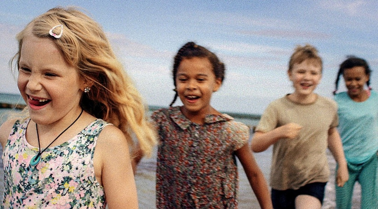 Spielende Kinder am Strand: Szene aus dem Arte-Film  | Foto: Robert Cibis (ZDF)