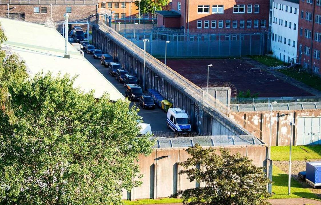 In der Justizvollzugsanstalt Lübeck ha...agnachmittag eine Geiselnahme gegeben.  | Foto: Daniel Bockwoldt (dpa)