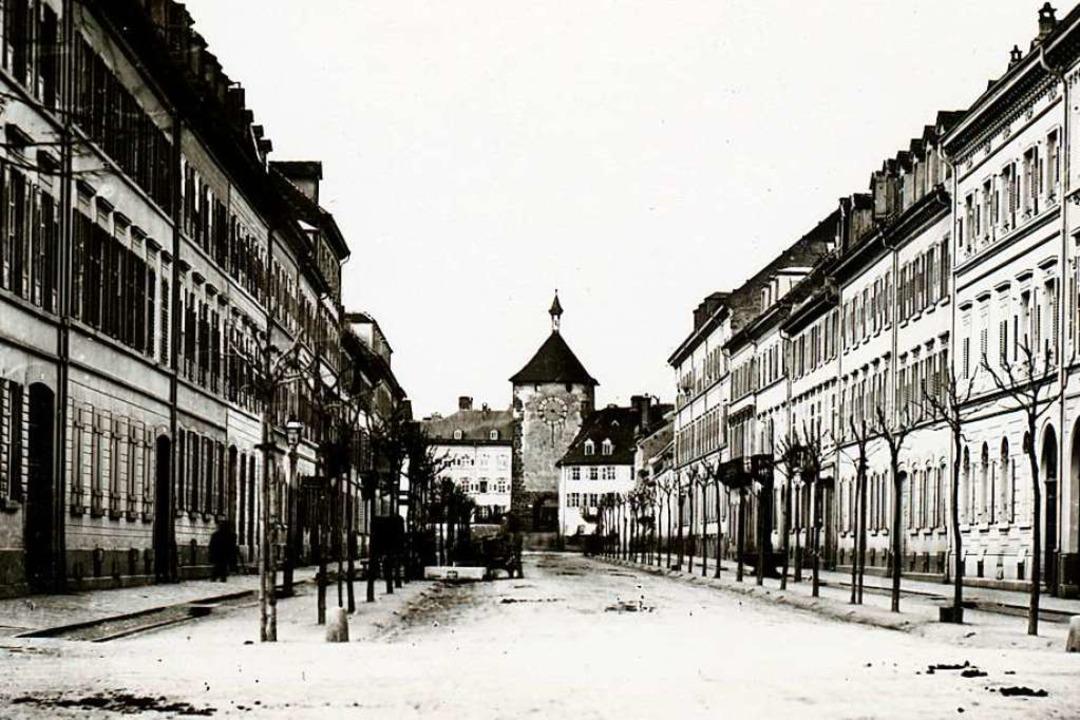 Das historische Foto zeigt die südlich...mit Blick nach Norden aufs Martinstor.  | Foto: Gottlieb Theodor Hase (Augustinermuseum)