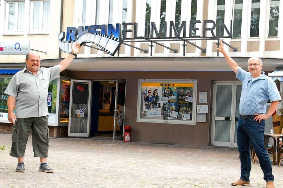 Halten am Kino Rheinflimmern  fest: Frank Trotzki (links) und Gerd Sauer    Foto: Leony Stabla