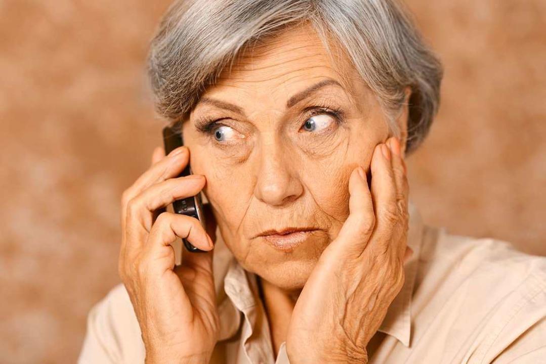 Oft versuchen die Betrüger, ältere Men...e fallen zum Glück selten darauf rein.  | Foto: aletia2011 - stock.adobe.com