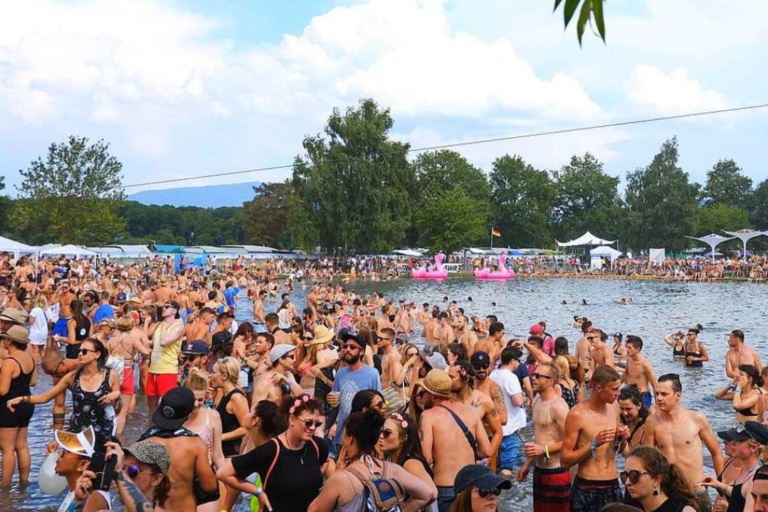 Wo viele Menschen sind, fällt viel Mül...s 30000 Freunde elektronischer Musik.   | Foto: Miroslav Dakov