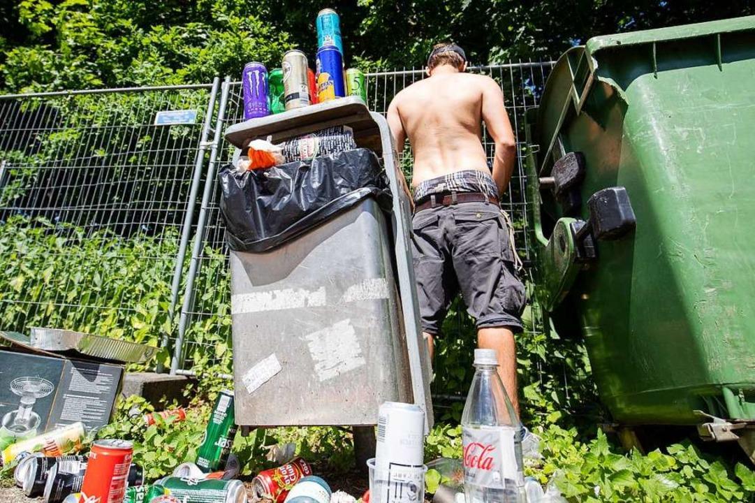 Abfallberge (und Wildpinkler) verwande...-Park-Festival 2019 in eine Müllhalde.  | Foto: Daniel Karmann (dpa)