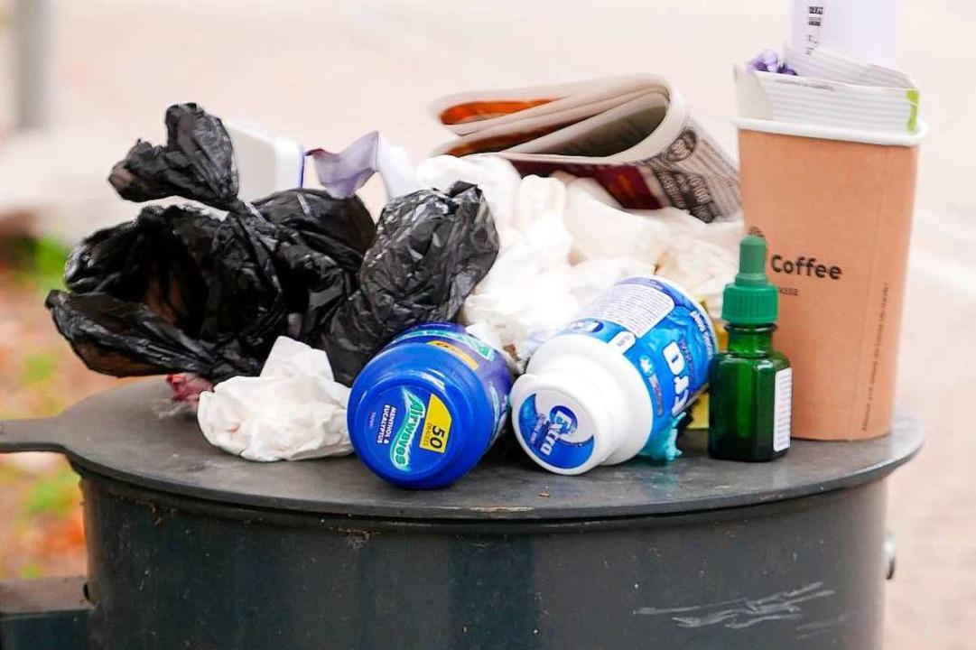 Was tun, wenn Mülleimer überlaufen? (Symbolbild)  | Foto: Hans-Peter Müller