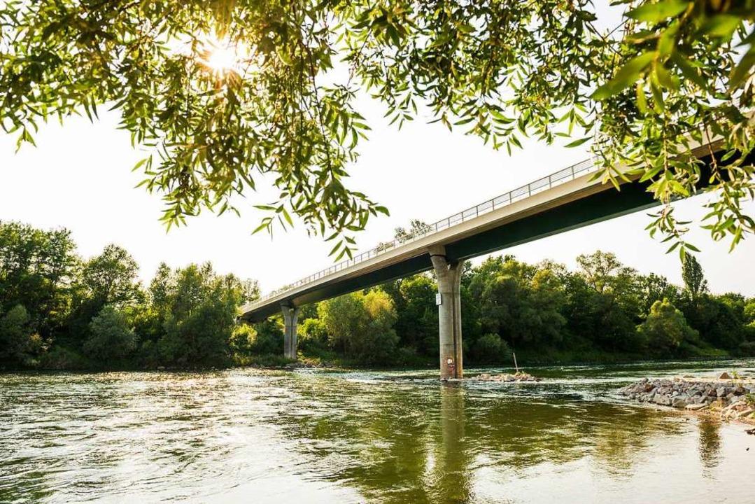 Verbindet zwei Länder: die Alain-Foechterle-Erich-Dilger-Brücke  | Foto: Daniel Schoenen