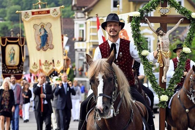 Hufe klappern beim Reiterfest