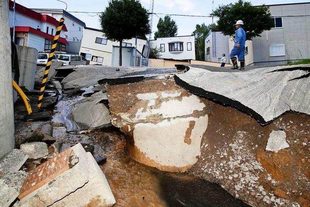Nach Erdbeben warnen japanische Behörden vor einem Tsunami
