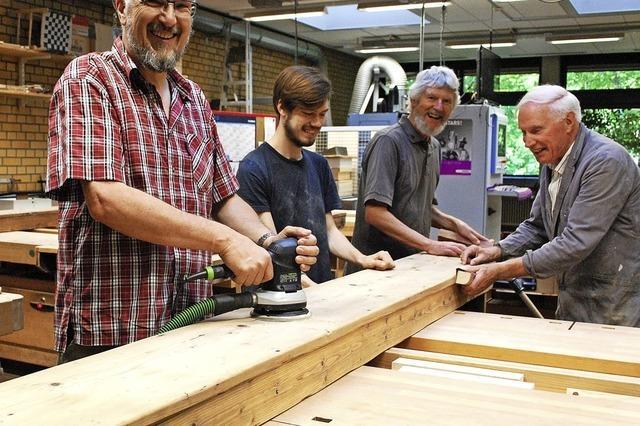 Alte Holzbänke, neuer Nutzen