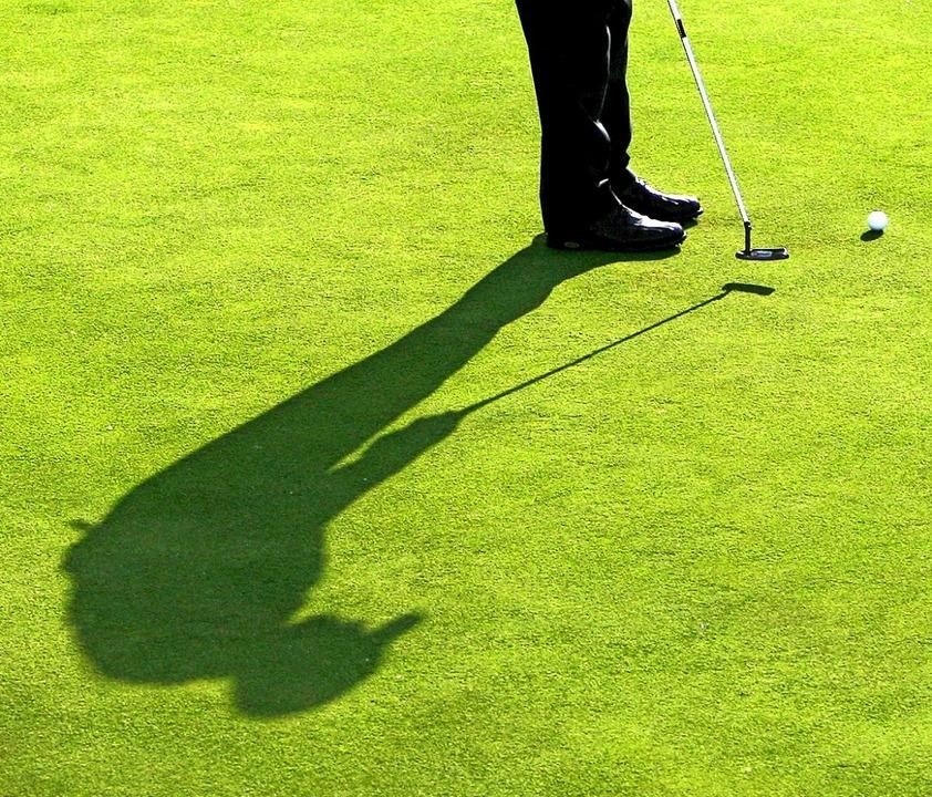 Golfen kann man alleine oder in der Gr...ahren oder im fortgeschrittenen Alter.  | Foto: A3750 Andreas Gebert