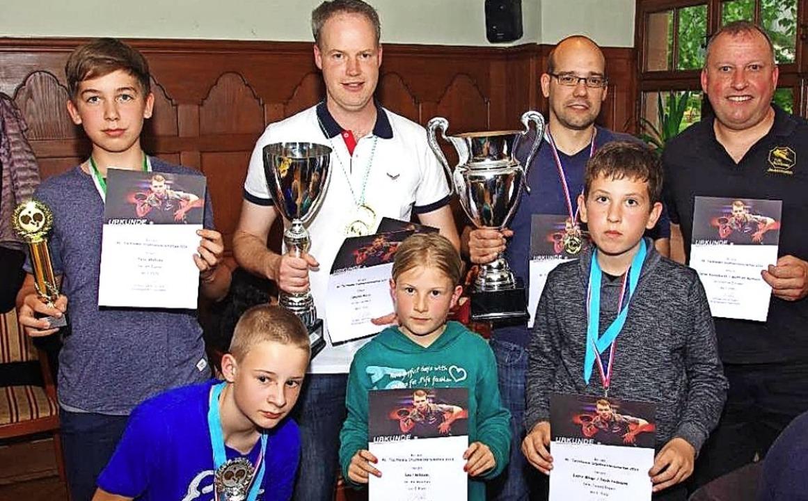 Tischtennis-Stadtmeister: Felix Alipli...ustin Mingo (untere Reihe von links).   | Foto: Turn- und Sportfreunde Schönau