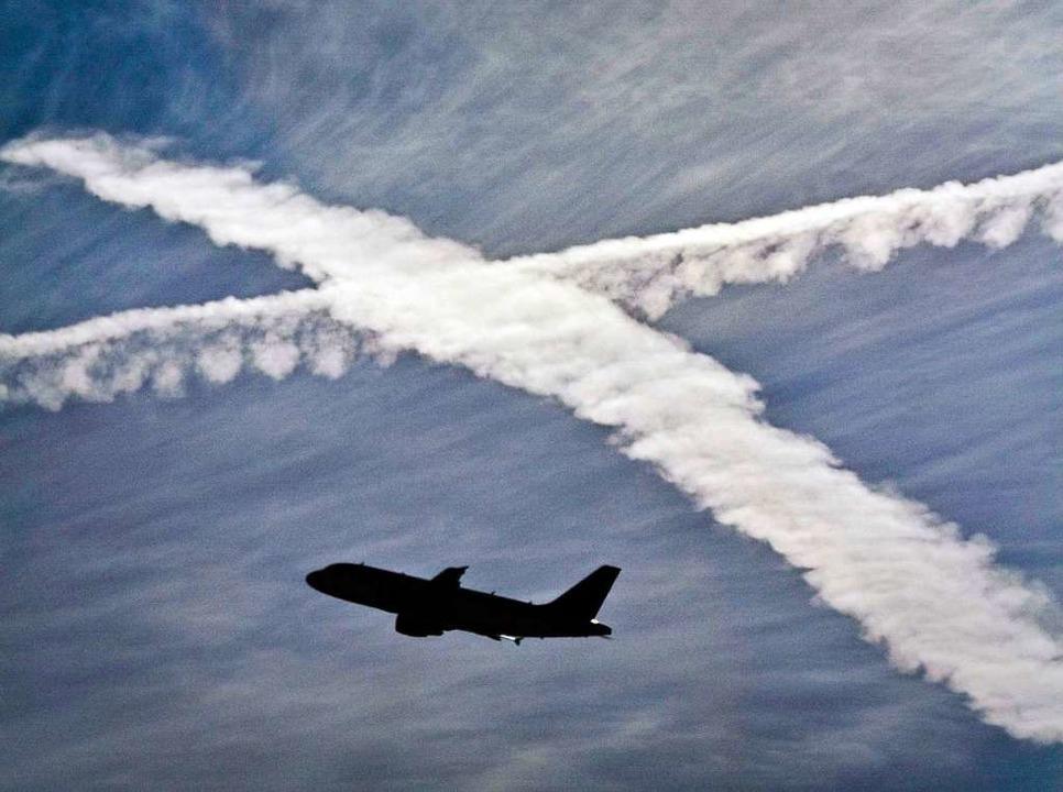 Beim Fliegen kommt es immer wieder zu ...en, denn die Atmosphäre ist dynamisch.  | Foto: Frank Rumpenhorst (dpa)