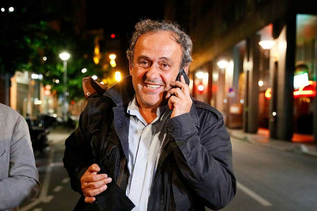 Michel Platini, früherer UEFA-Präsiden...lassung aus dem Gewahrsam der Polizei.  | Foto: Francois Mori (dpa)