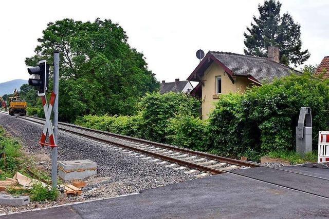 Ausbau der Bahnstrecke: Besitzerin des Bahnwärterhäuschens in Mooswald ist verzweifelt