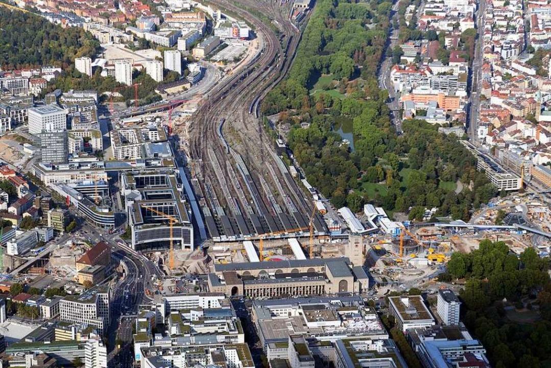 Der Hauptbahnhof in Stuttgart soll unt...cht (Aufnahme vom 12. September 2018).  | Foto: Bernd Weissbrod (dpa)