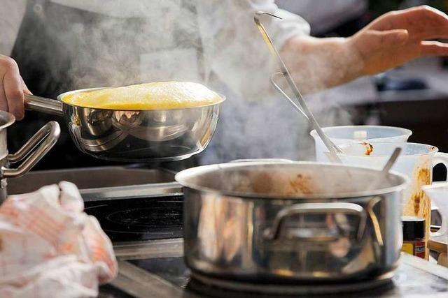 In Friesenheim kochen Geflüchtete und Einheimische regionale Gerichte