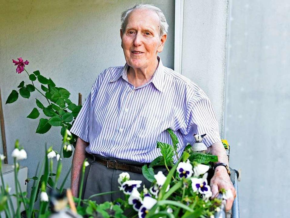 Der Freiburger Rolf Kaul begleitet die...ession seit fast 70 Jahren als Ordner.  | Foto: Michael Bamberger