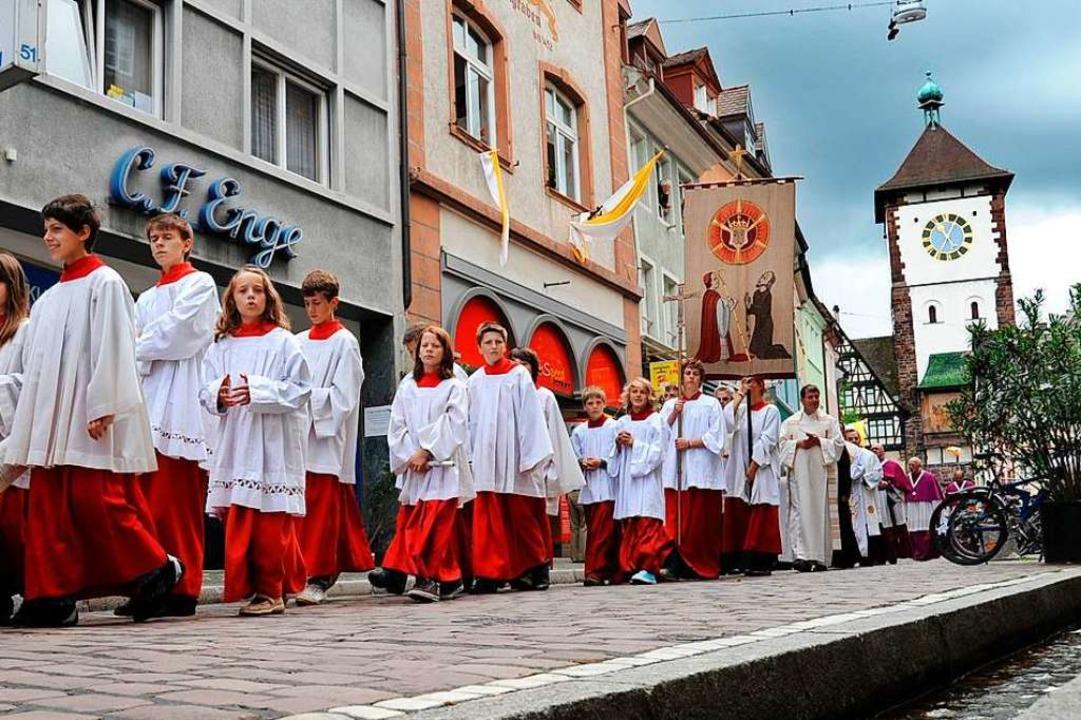 Beruhigende Tradition: Mitgehen bei der Prozession zu Fronleichnam.  | Foto: Rita Eggstein
