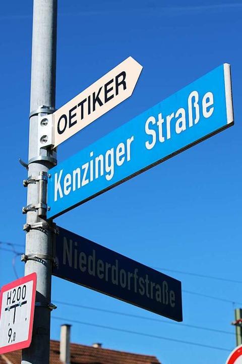 Die Kenzinger Straße ist zwar vergleichsweise kurz, aber stark befahren.  | Foto: Annika Sindlinger