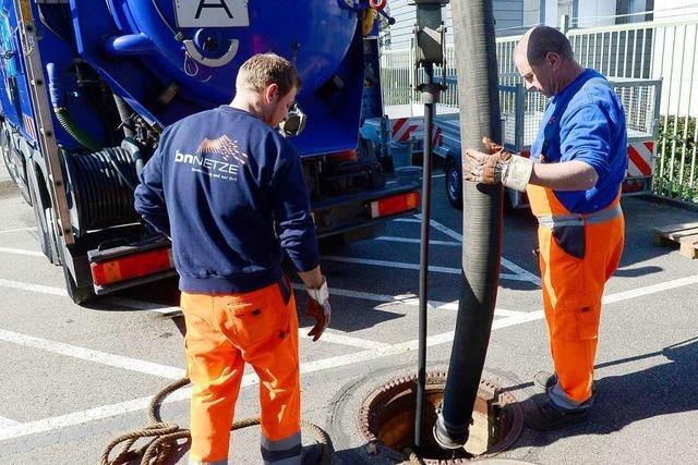 Badenova führt in Freiburg Kanalinspektion und Spülungen des Abwassernetzes durch
