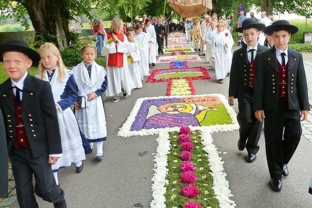 Fotos: Fronleichnam im Südlichen Breisgau – Prozessionen, Blüten, Bier und Blasmusik