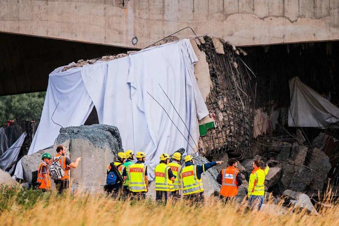 Teilstück von alter Neckartalbrücke gesprengt  | Foto: Andreas Arnold (dpa)
