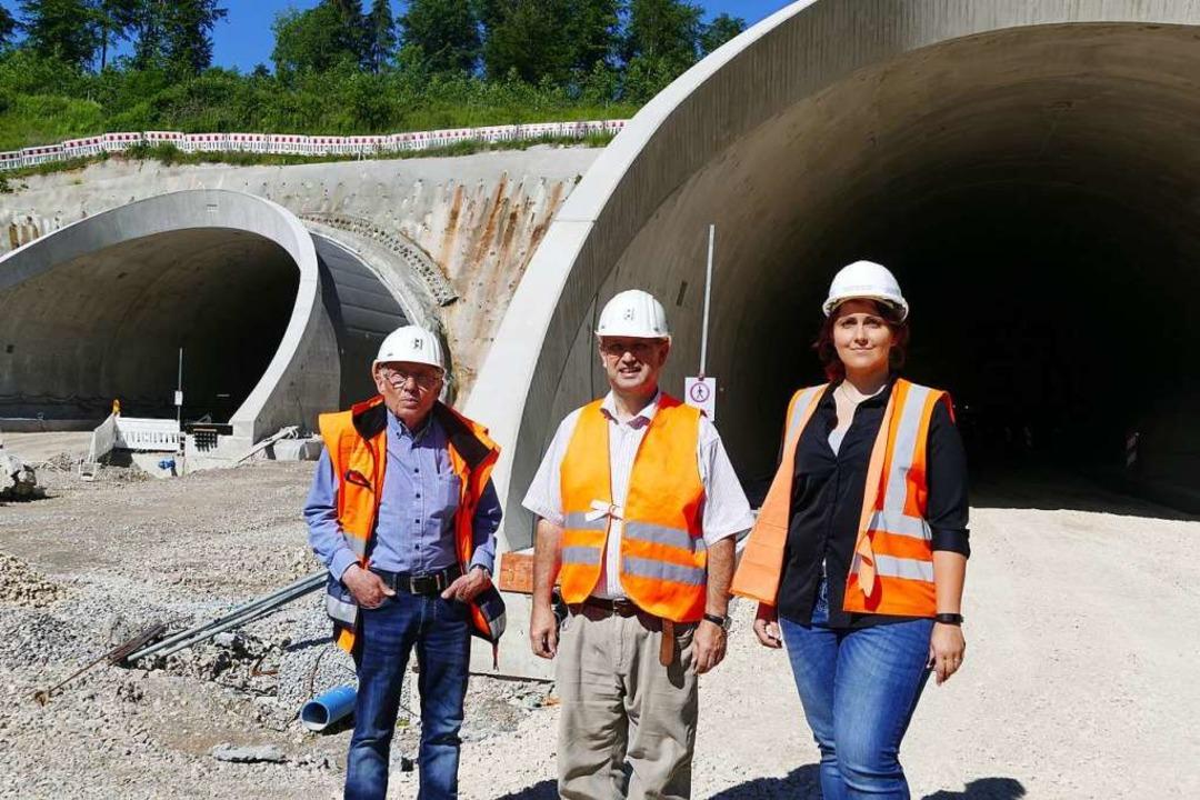 Dieter Hattermann  (von links), Bauobe...ungspräsidium vor den  Tunneleingängen    Foto: Ralf H. Dorweiler