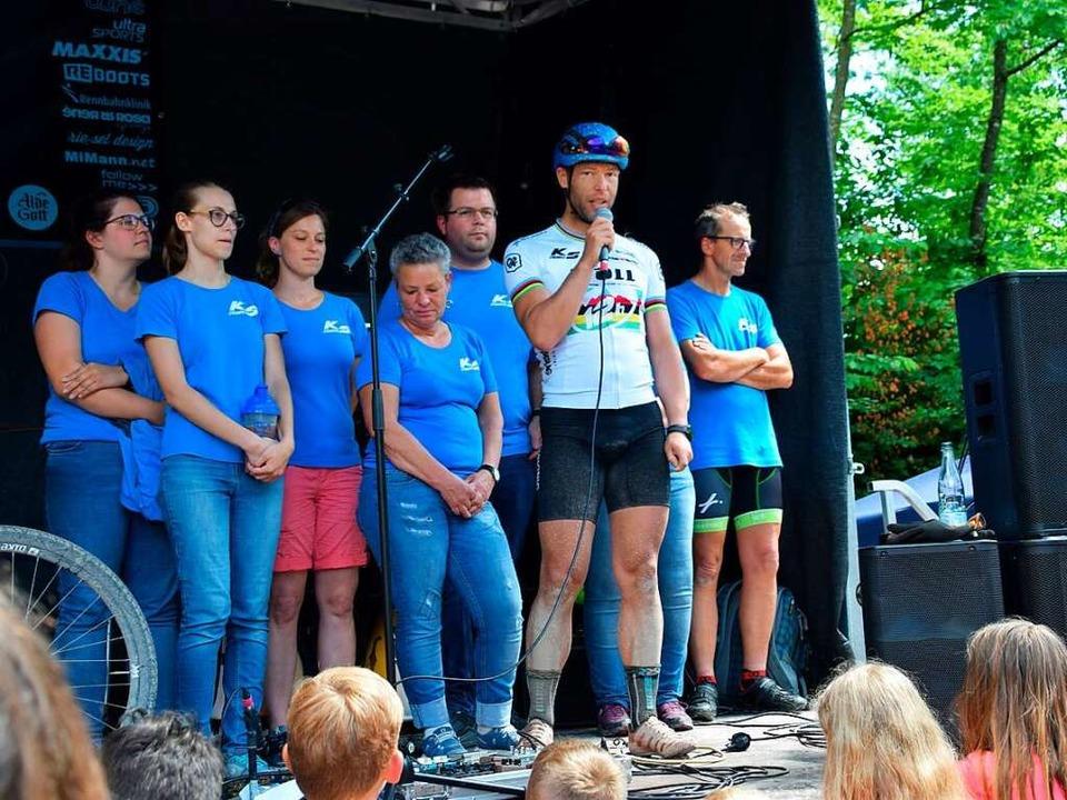 Saaler bedankt sich bei seinen Unterstützern und Sponsoren.  | Foto: Stefan Ammann