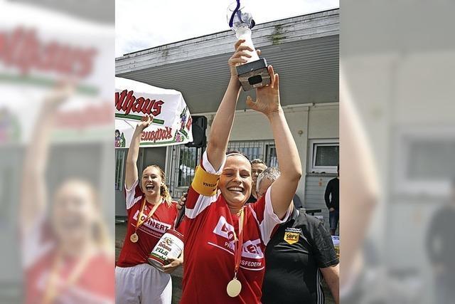 Tennenbronner Frauen Bezirkspokalsieger vor 500 Fans