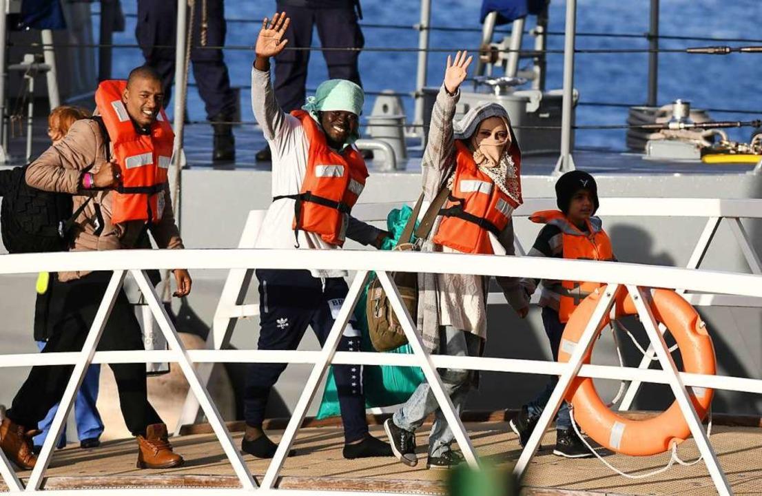 """Gerettete Menschen an Bord der """"Sea Watch 3"""". Archivbild.    Foto: MATTHEW MIRABELLI"""