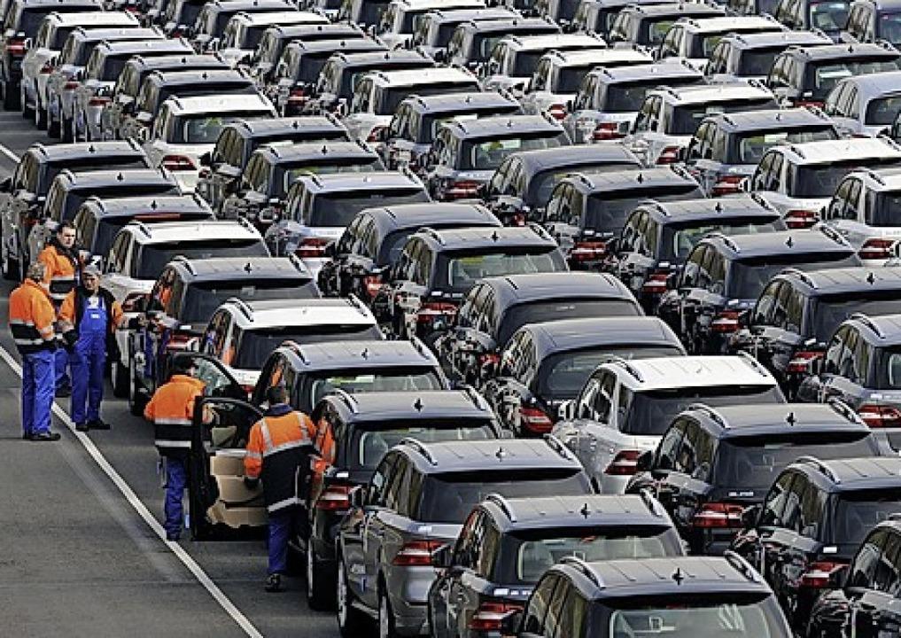 Neuwagen gehen mittlerweile rund um die Welt.  | Foto: Ingo Wagner