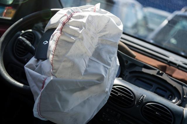 DNA-Analyse des Airbags soll Aufschluss über Unfallverursacher geben