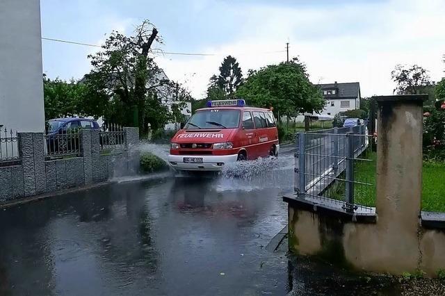 Straßen und Keller in Altenheim überflutet