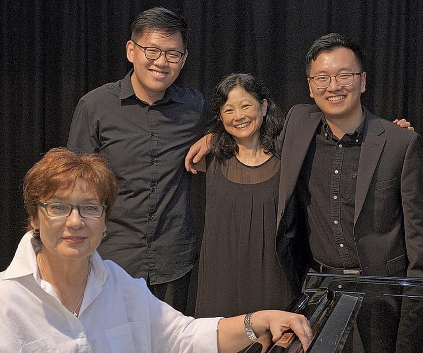 Die Meisterin und ihre Studenten: Lari...am Chan, Atsuko Eguchi und  Cory Shim     Foto: Ansgar Taschinski