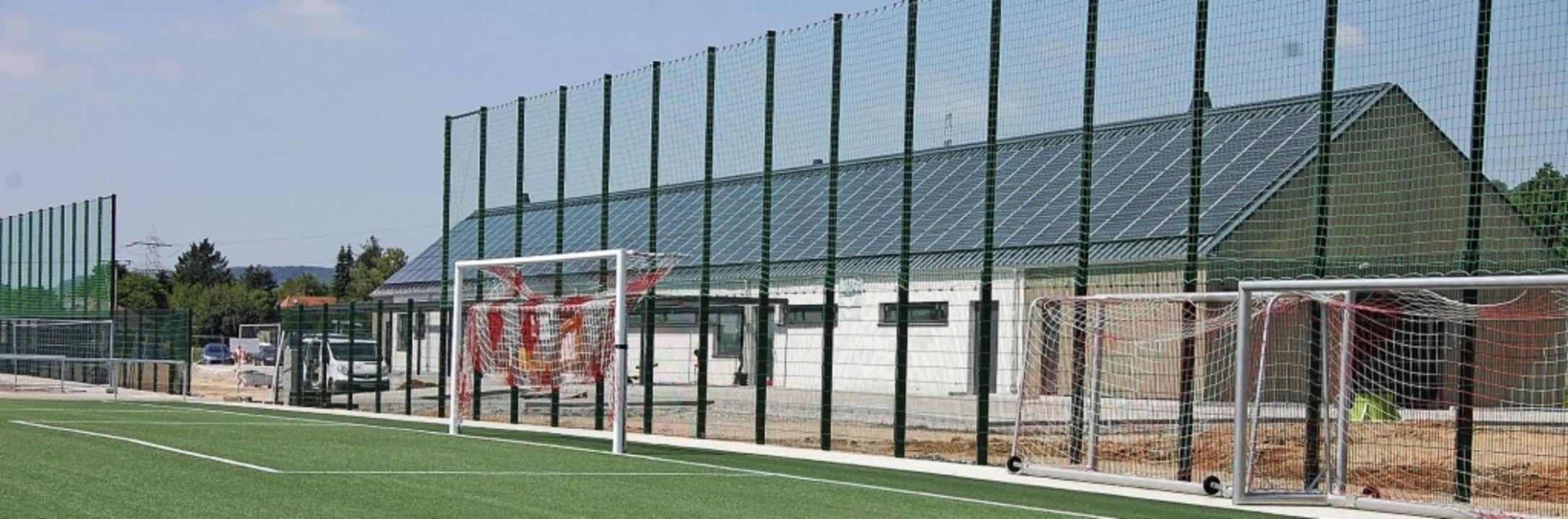 Die neue Sportanlage des TuS Binzen ist so gut wie fertig.     Foto: Herbert Frey