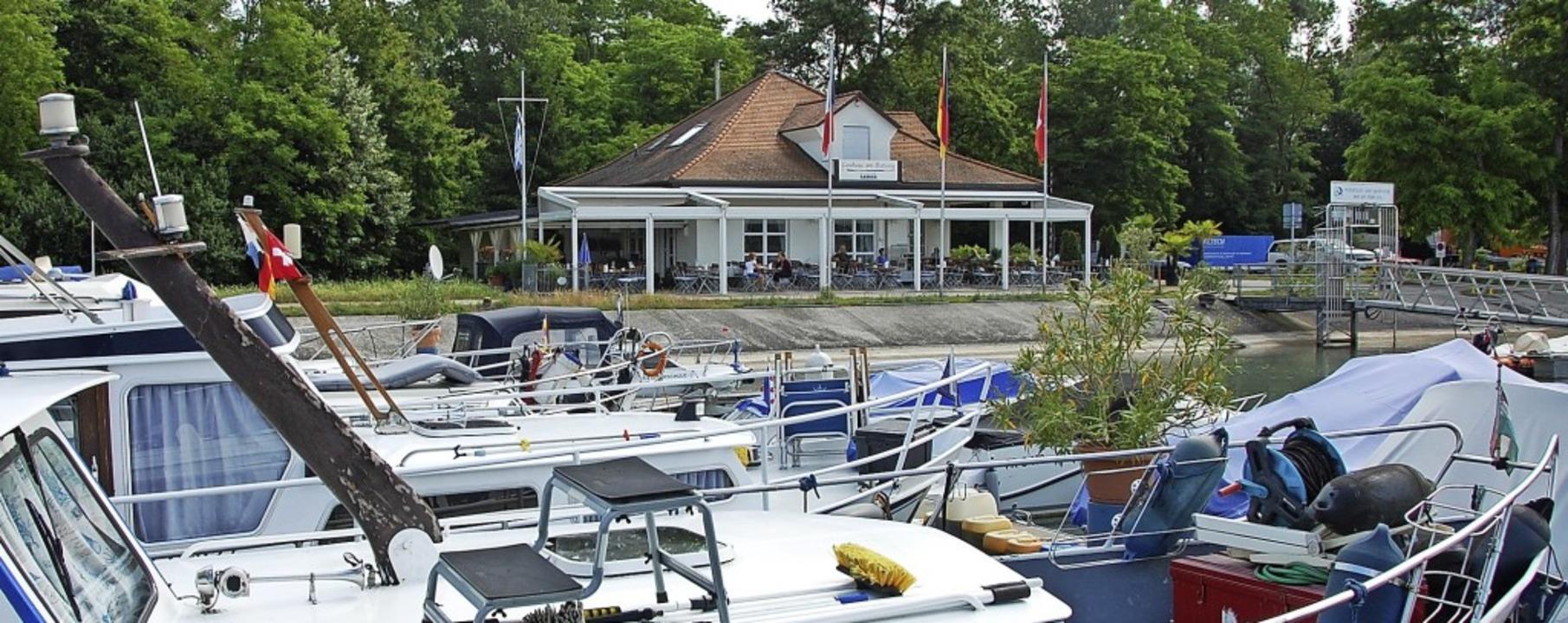 Der Yachthafen und das gut gehende Res...;   verströmen maritimes Urlaubsflair.  | Foto: Herbert Frey