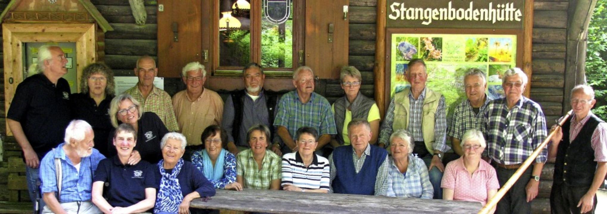 Holzmacher von einst trafen sich auf d...odenhütte, die jedermann  mieten kann.  | Foto: Manfred Lange